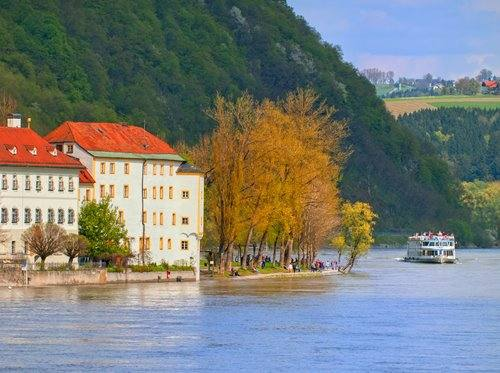 Europe Rivers & Castles